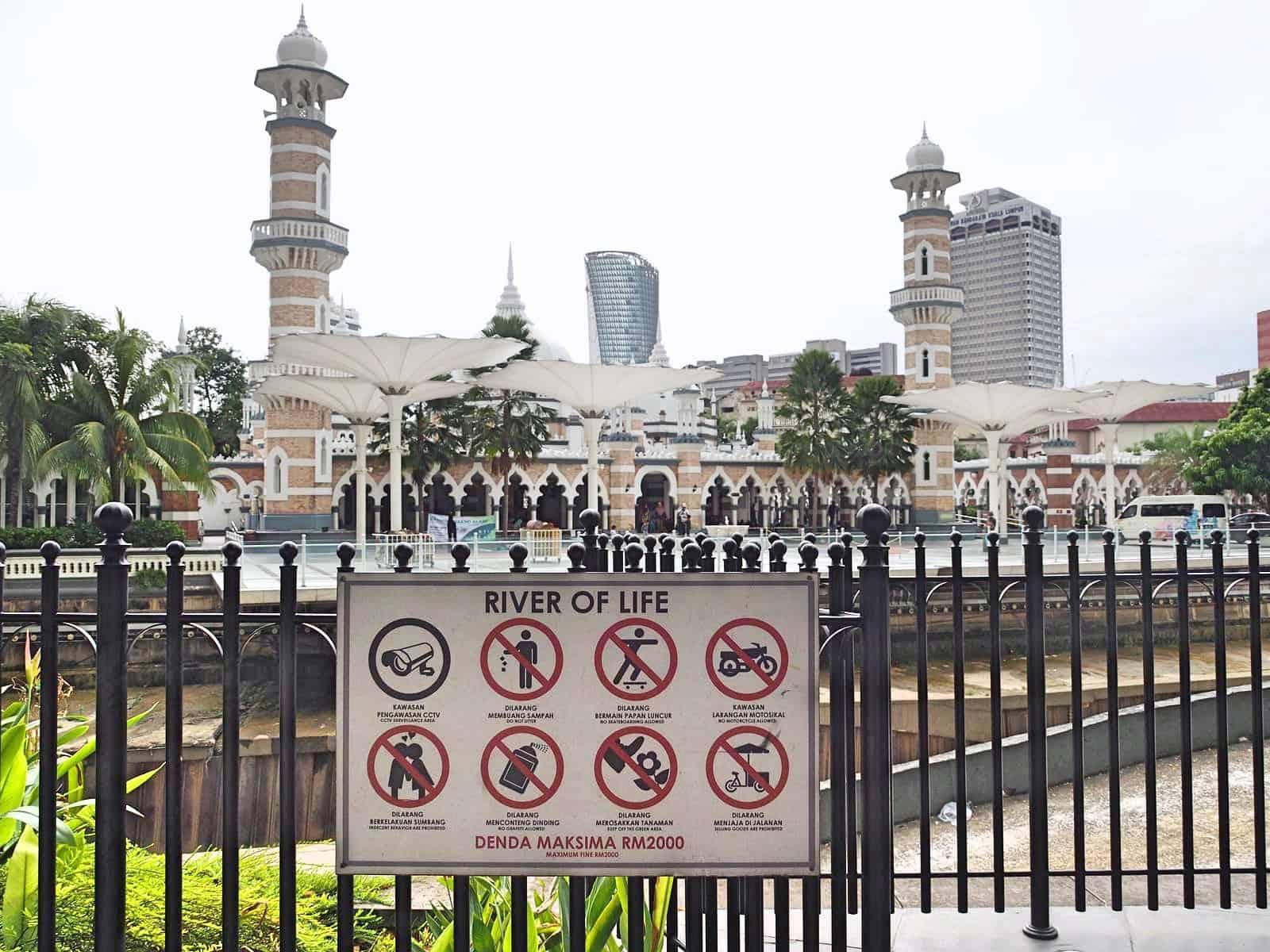 Masjid-Jamek-Mosque-KLCC-Rover-of-Life-Kuala-Lumpur-Malaysia